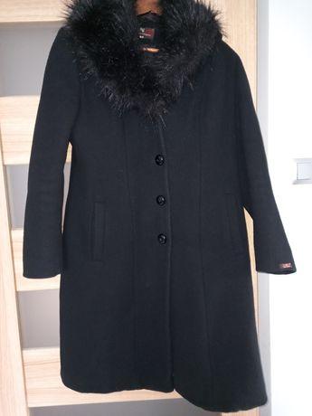 Elegancki czarny płaszczyk 44