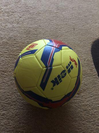 Продам новый футболеый мяч по хорошей цене