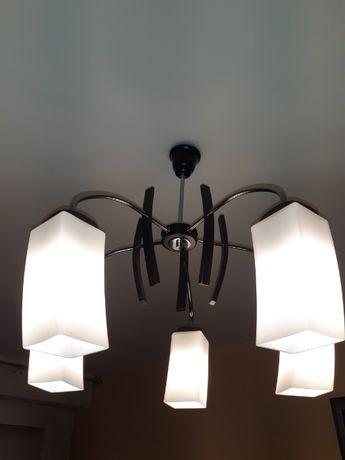 zyrandol z lampa stojaca
