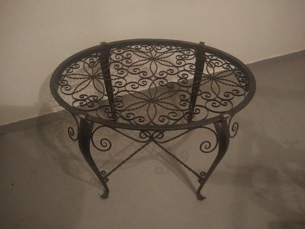 Stolik ażurowy metalowy lub kwietnik