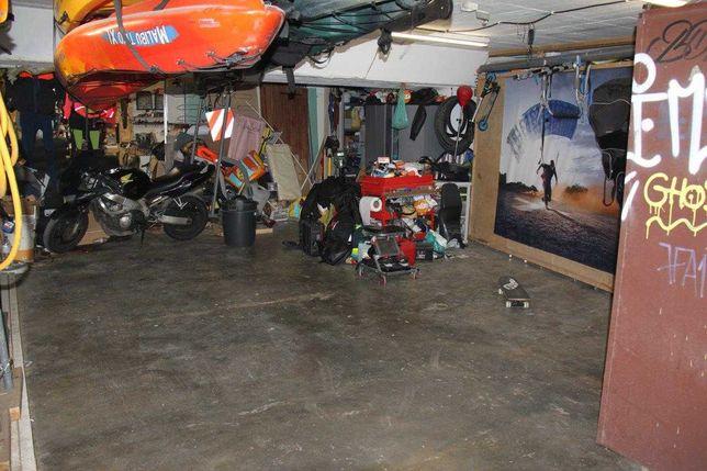 Garagem com 84m^2 no Pragal