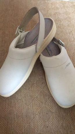 Sapato antiderrapante com biqueira de aço