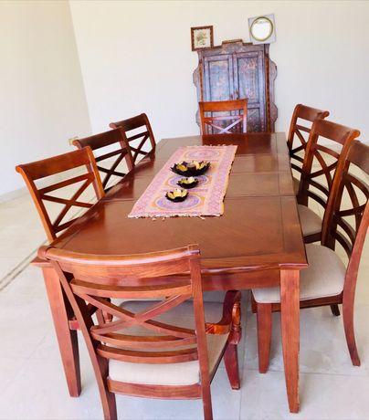 Mesa de Jantar Para 8 Pessoas, aparador, espelho oval, tudo IMPECÁVEL!