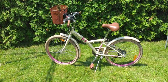 Rower dla dziewczynki marki b'twen w bardzo dobrym stanie.