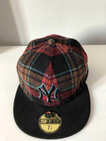 Czapka z daszkiem full cap New Era w kratę r. 7 1/4 [57.7 cm]