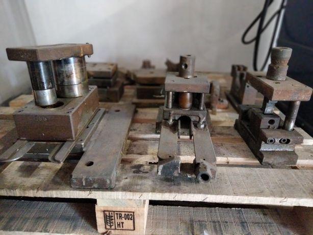 Moldes para fabricação de acessórios de andaimes, cavaletes e purmes