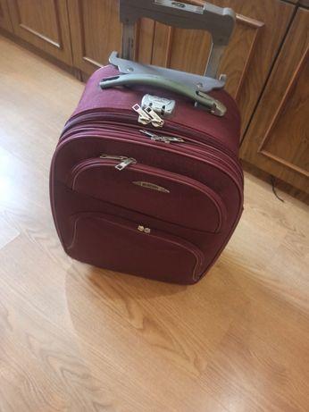 Продам чемодан Mercury
