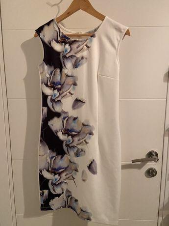 Sukienka długa biała w kwiaty