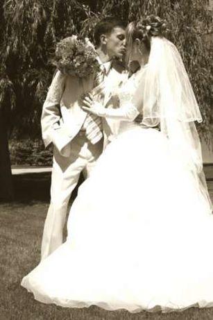 Прекрасное свадебное платье, перчатки в подарок