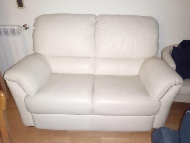 Vendo sofá em pele Semi-novo
