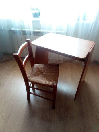 Парта с деревянным стулом
