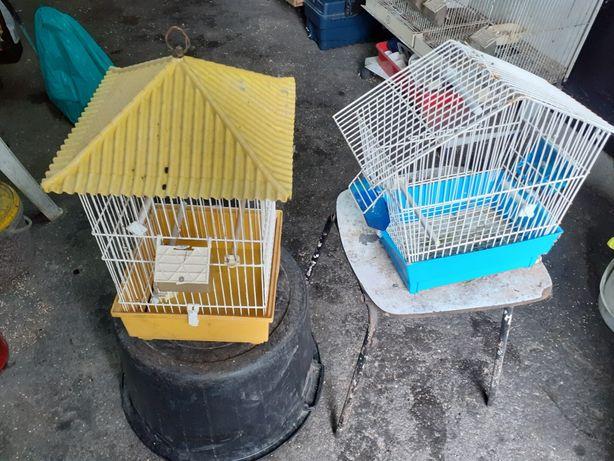 Duas gaiolas 10 €.