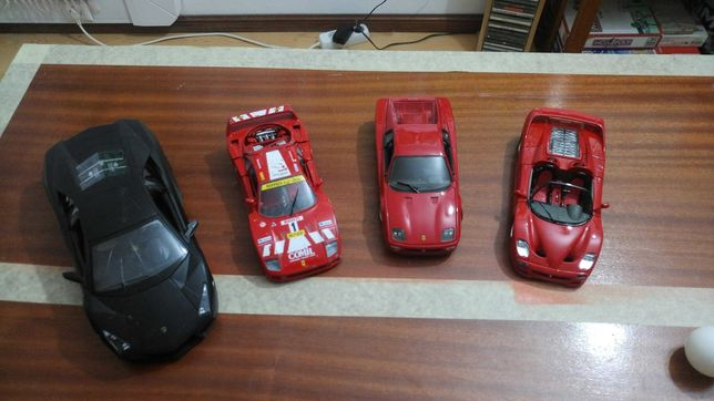 4 carros de colecção (3 Ferraris)