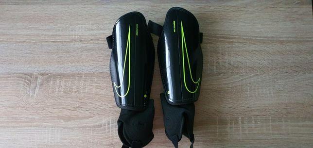 Ochraniacze pilkarskie Nike jak nowe 160-170 cm wzrostu