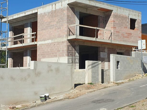 Moradia T4 para venda em Lobão, Santa Maria da Feira.