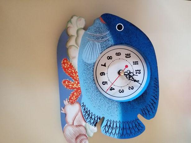 Relógio em formato de peixe