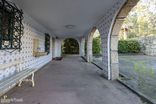 Quinta com Casa Rústica T4 em Pedra- Castêlo da Maia