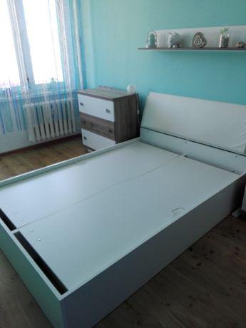 Sprzedam duże łóżko sypialniane 205x148x37