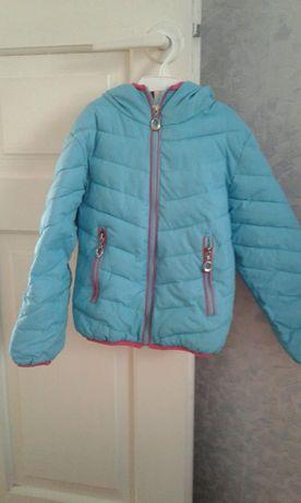 Продам осенне- весеннюю курточку для девочки