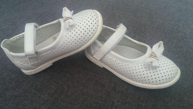 Eleganckie białe sandały dla dziewczynki roz. 24