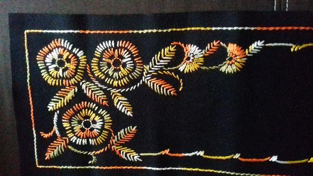 Bieżnik haftowany, czarny, ręczna robota haft serweta