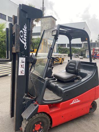 Empilhador linde eletrico 2000 kgrs triplex e deslocacador lateral