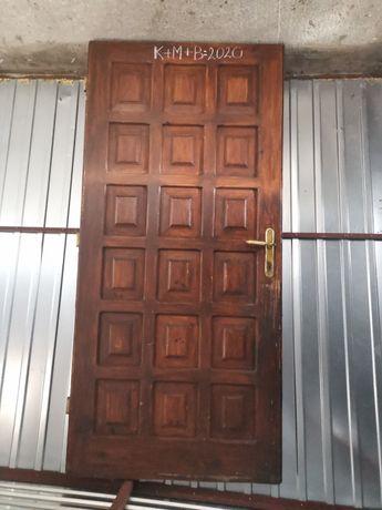 Drzwi zewnetrzne drewniane używane.