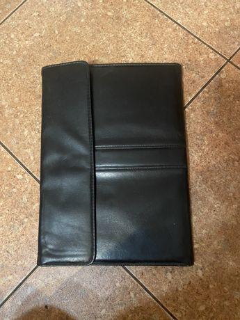 2 Папки  для бумаг, документов. Черная и коричневая цена за обе 100