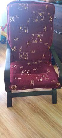 Fotel na płozach drewnianych bujany