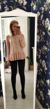 Romantyczna bluzka w kolorze brzoskwiniowym,ozdobiona koronką, rozm M