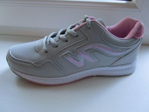 Практичные и качественные кроссовки. Размер 36