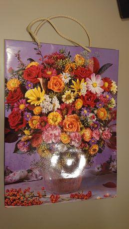 Duża ozdobna torba prezentowa w kwiaty