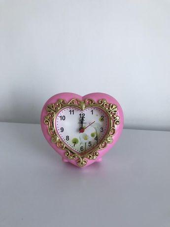 Настольные часы, часы в форме сердца.