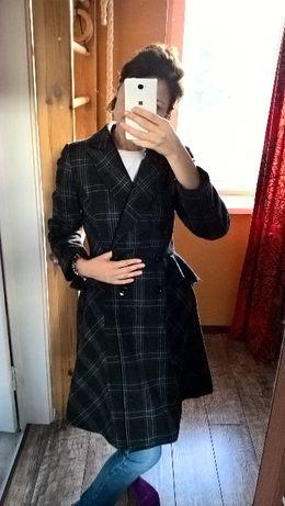 Трендовое пальто в клетку с баской на поясе длина миди шерстяное-S-44р