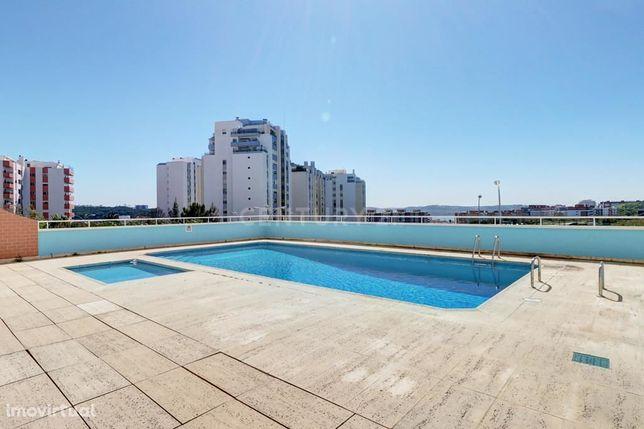 Arrenda apartamento com piscina, 3 assoalhadas mobilado no Edifício At