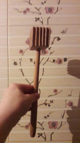 Для відбивання м' яса дерев'яний молоток