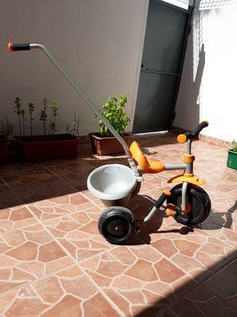 Triciclo de 3 rodas, mesa de atividades e gato de bolas