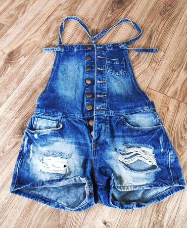 Ogrodniczki, krótkie spodenki jeans