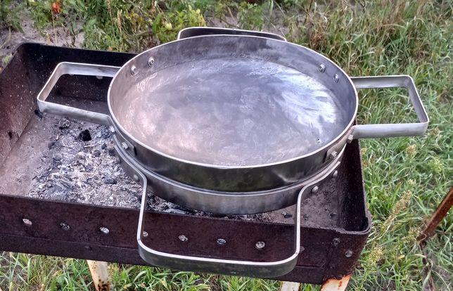 Сковорода з підставкою на мангал