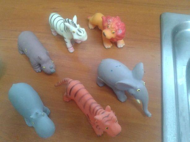 Zwierzaczki kauczukowe i inne ciekawe zabawki