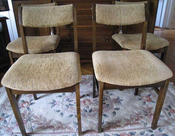 Krzesła krzesło cztery 4 drewniane tapicerowane vintage z PRL
