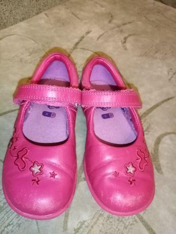 Кожаные туфли для девочки фирмы Clarks, р.25, по ст.16 см