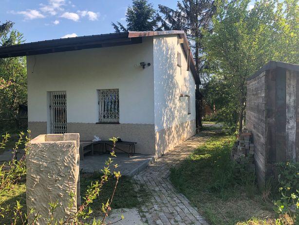 Działka ROD z domem murowanym przy metrze Targowek Mieszkaniowy.