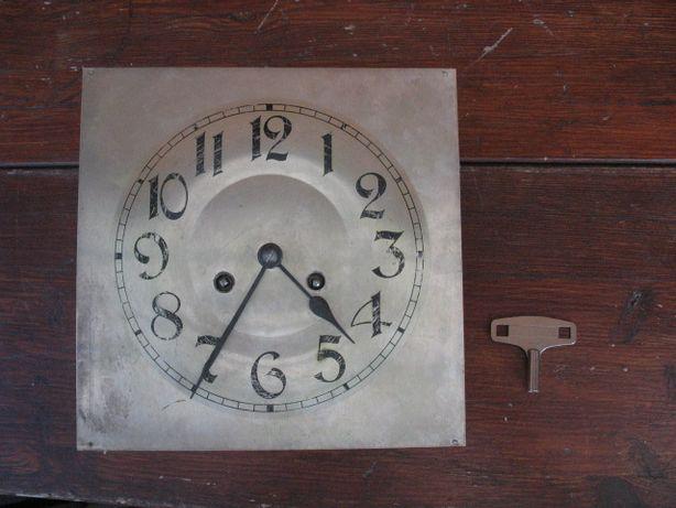 Stary oryginalny mechanizm z tarczą kwadratową od zegara wiszącego
