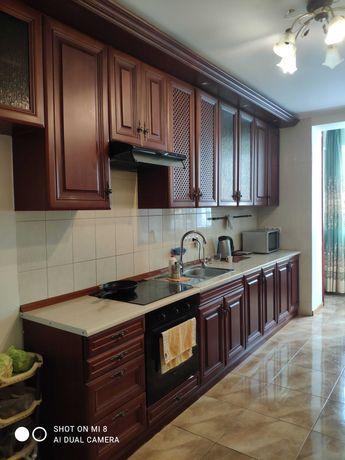 кухня с деревянными фасадами б/у