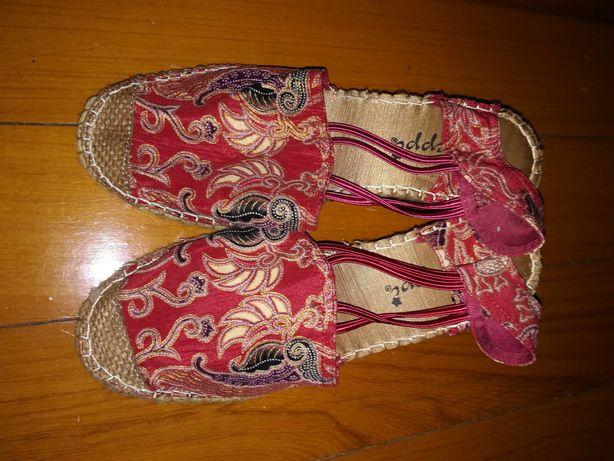 Sapatilhas tecido oriental