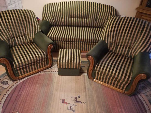 Kanapa rozkładana, dwa fotele i pufa