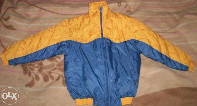 Продам теплую куртку+жилетка с капюшоном.