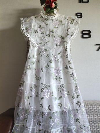Роскошное платье с вышивкой на фатине