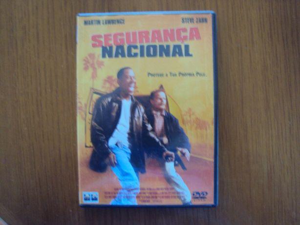 """Vendo DVD  """"Segurança Nacional"""""""